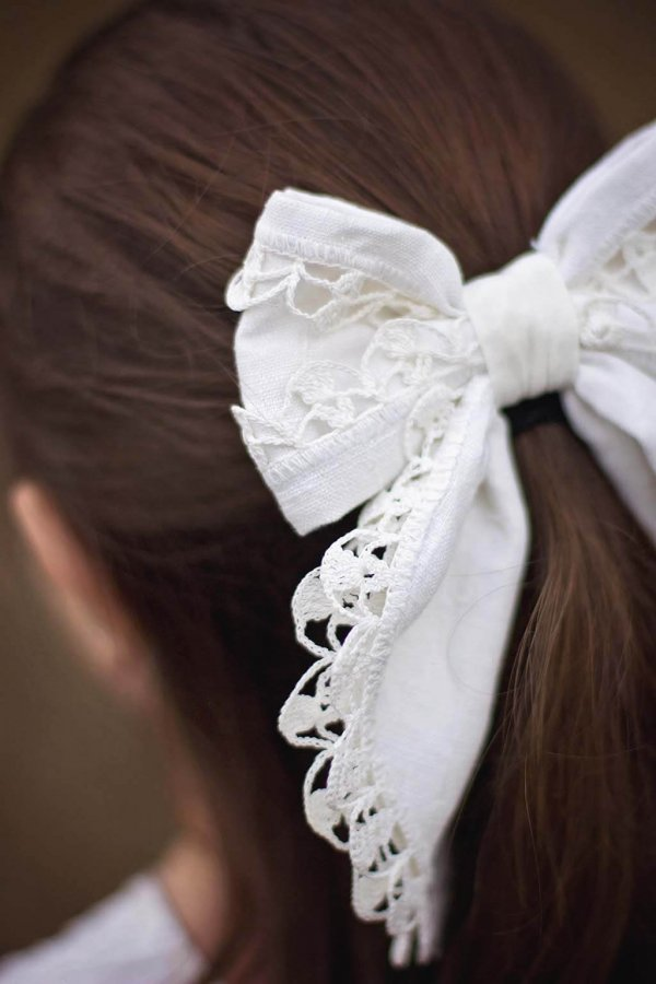 Opal bow detail white with lace edging