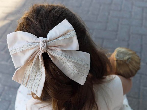 Opal girls hair bow, ecru & lace with knotted center